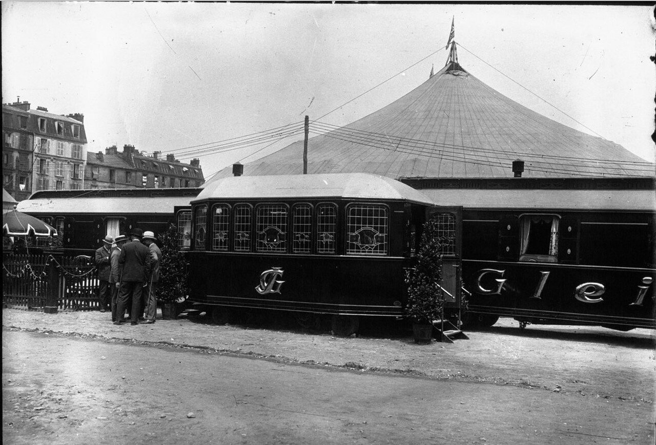 1930. Цирк «Gleich» на гастролях в Париже