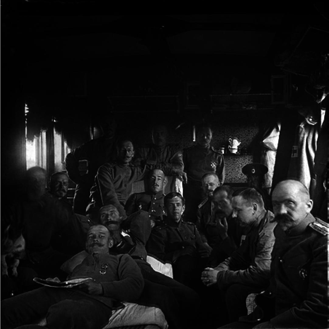 04. 1914. Офицеры полка в поезде