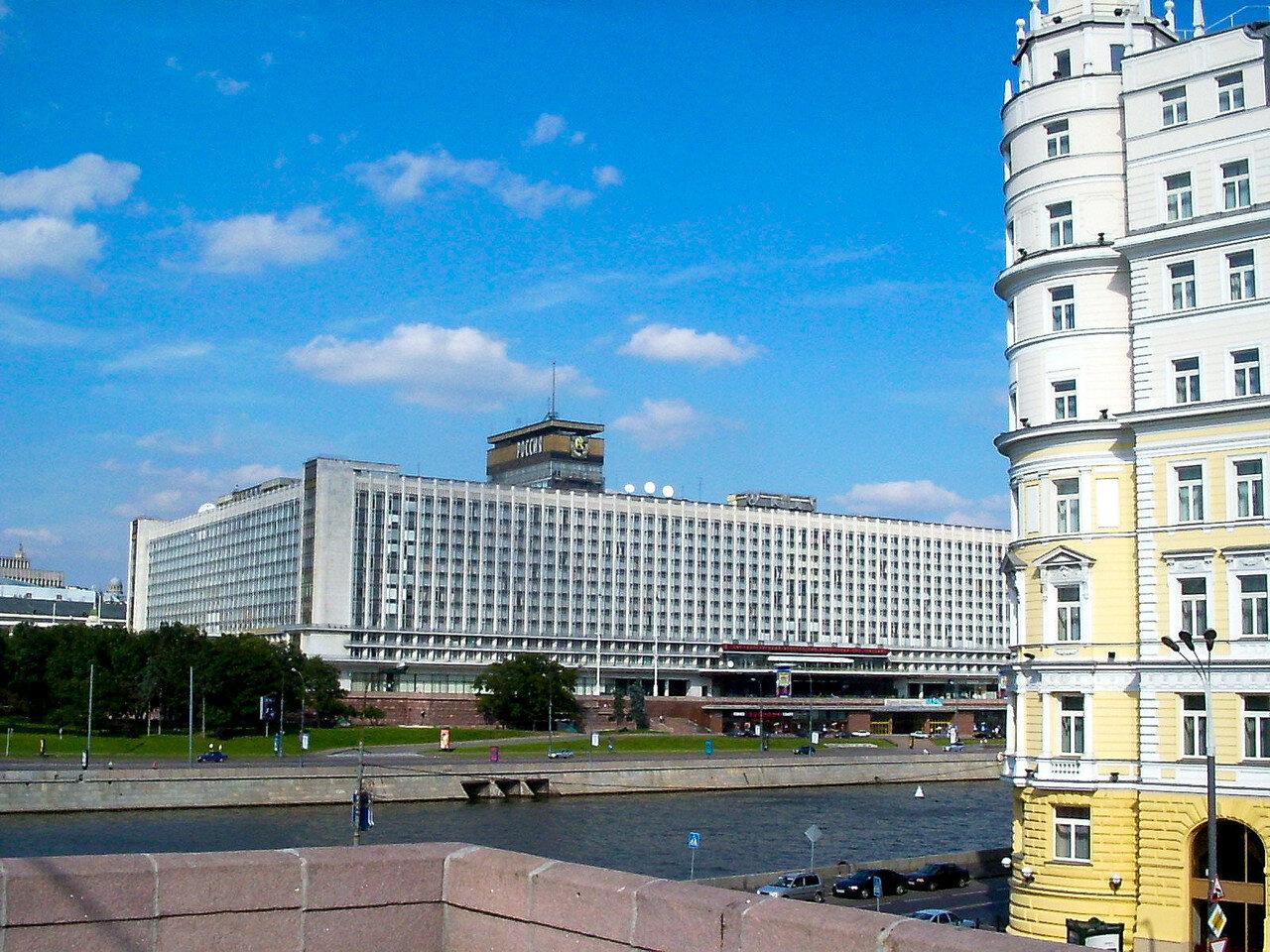 Гостиница-Россия-от-моста.jpg