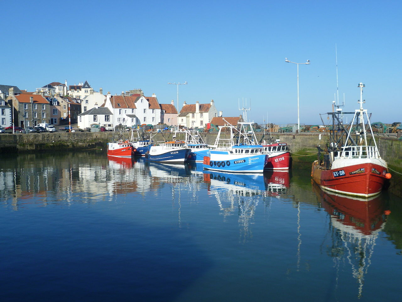 Harbour_at_Pittenweem,_Fife,_Scotland