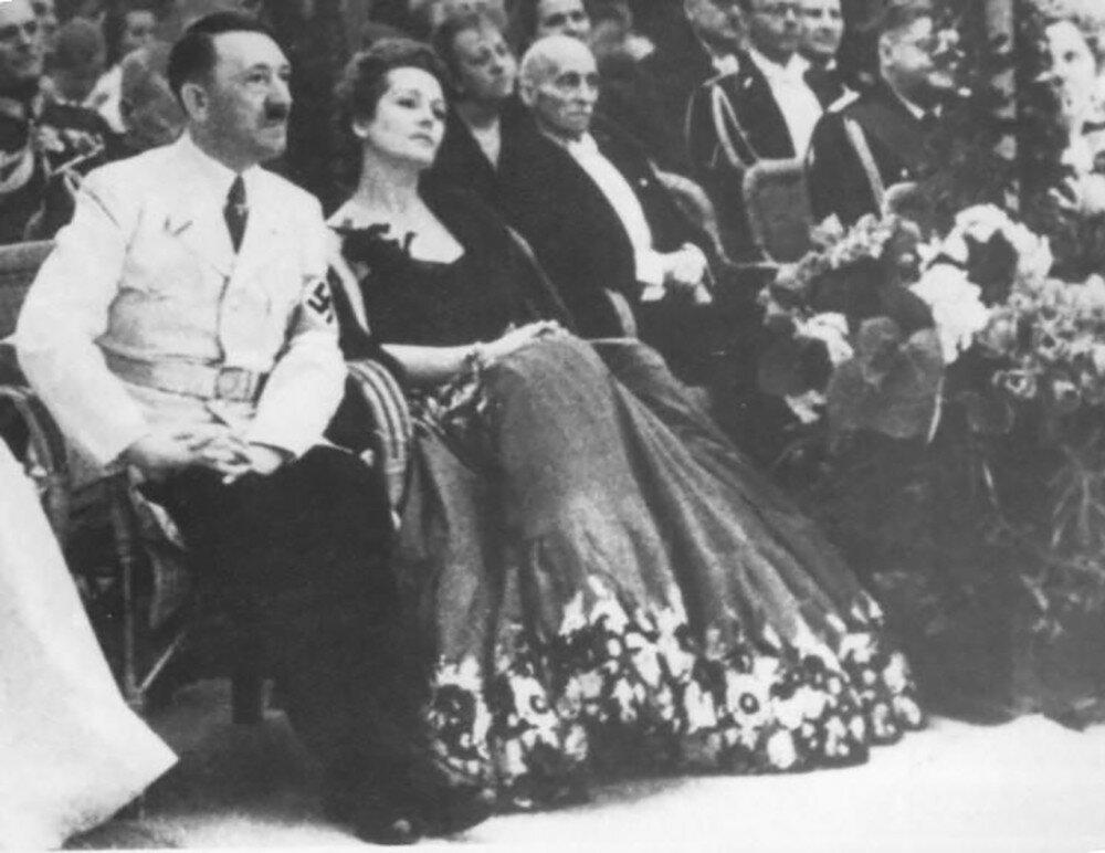 Adolf Hitler&Olga Tschechova1.jpg