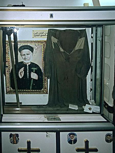 АбдельМасих_одежда.jpg