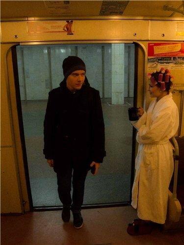 Платье девушки в харьковском метро