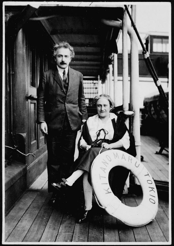 Альберт со своей женой.