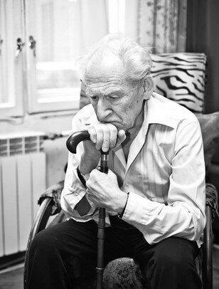 Старик капризный, по привычке