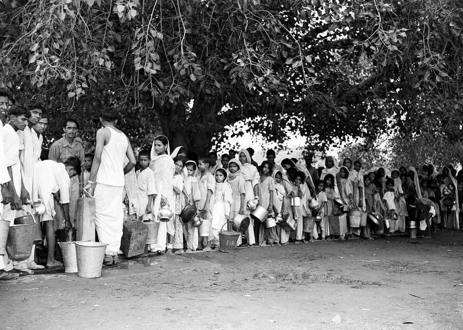 During the t he Partition of India, Muslim refugees, evacuated from areas of unrest in New Delhi, li