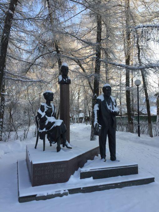 Памятник Льву и Николаю Гумилёвым, а также Анне Ахматовой в Бежецке