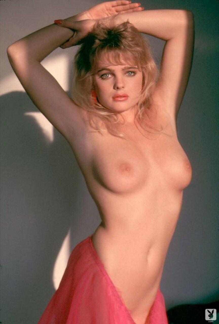 Erica Elaniak Nude 27