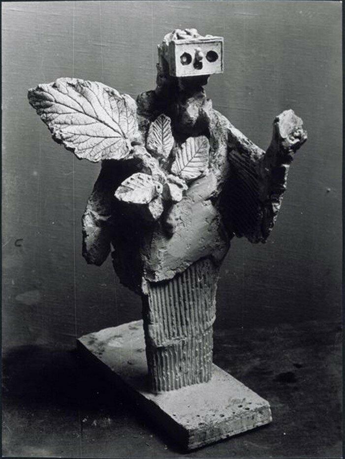1929. Женщина с листьями