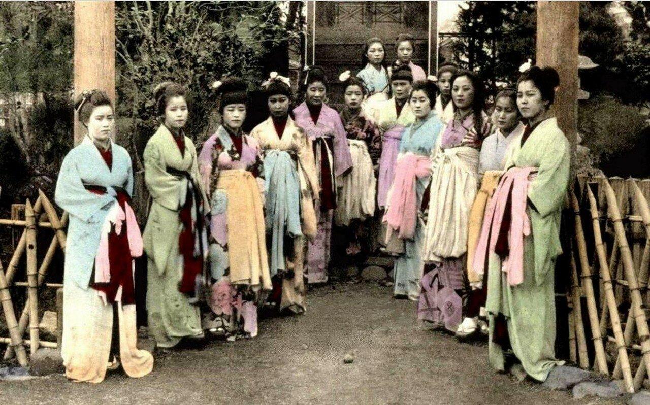 Йокогама. Проститутки из борделя Нектарин No.9.