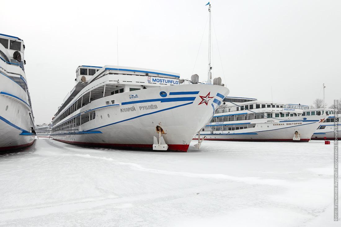 зимнее фото теплоход Андрей Рублев и Княжна Виктория
