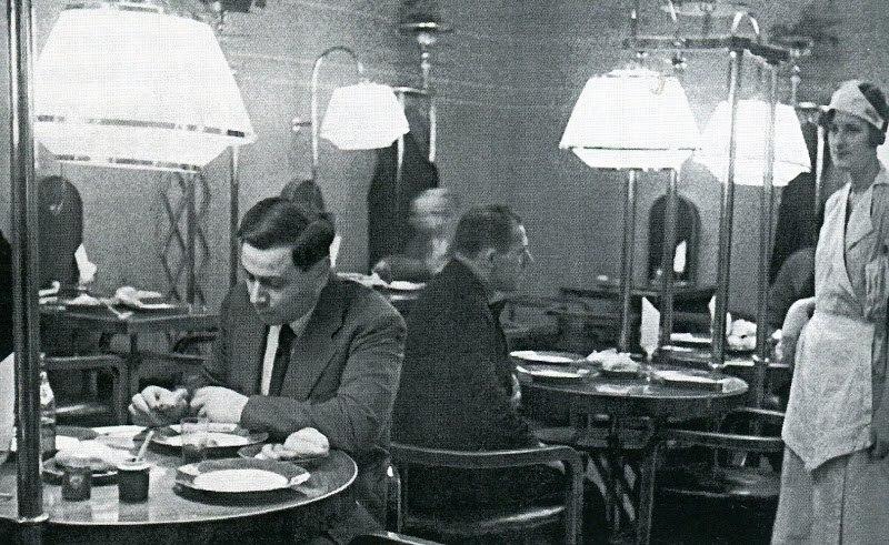 1936 Образцовая сосисочная в доме 114 по проспекту 25 Октября. Фото А. Агич.jpg