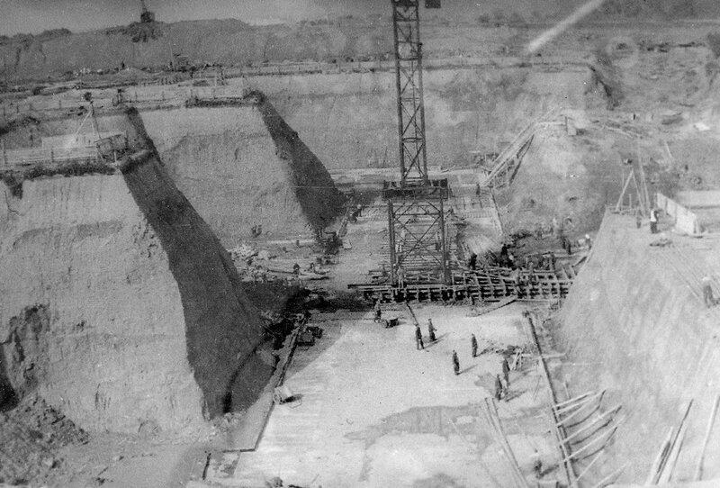 1948. Бетонирование нижней плиты фундамента.jpg