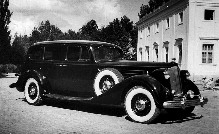 1935 подарок Сталину президента США Франклина Рузвельта — бронированный лимузин Packard Twelve наиболее свежей, 14-й серии.jpeg