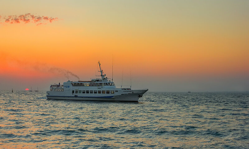 Морская прогулка на закате