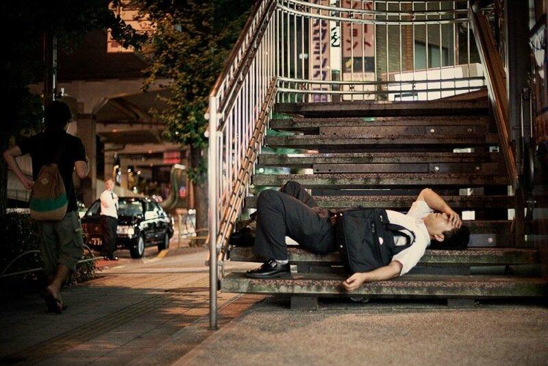 Фотопроект Адриана Стори: спящие на улицах Токио 0 1c59ef dc5486ce XL