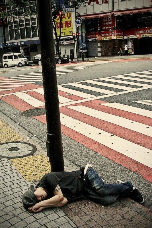 Фотопроект Адриана Стори: спящие на улицах Токио 0 1c59f0 c6ea6f20 XL