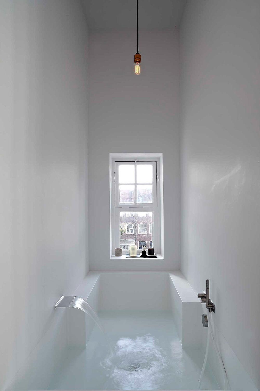 Ванная комната вбуквальном смысле. Умопомрачительная кровать