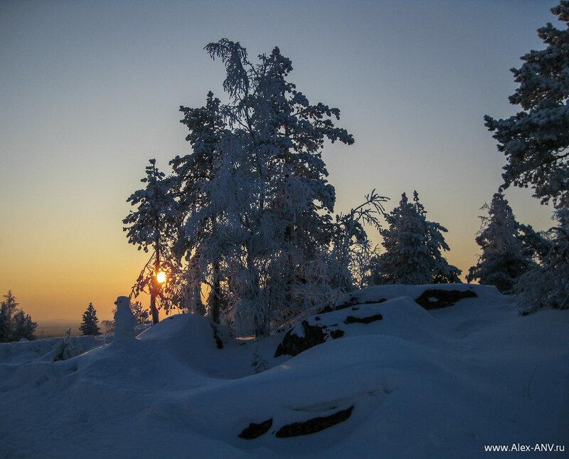 Когда мы приехали, то порадовались настоящей <s>русской</s> финской зиме - минус двадцать и достаточное количество снега, чтобы скрыть траву и землю.