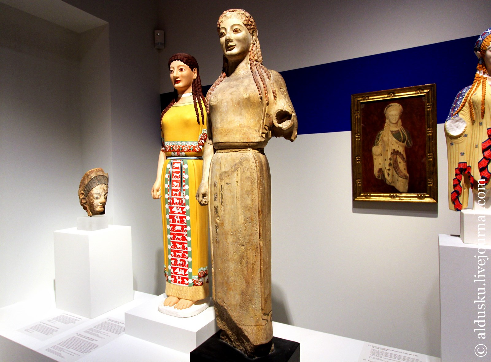 14. Кора Пеплофора («носящая пеплос») (Музей Акрополя, Афины, ок. 530 г. до н.э.)
