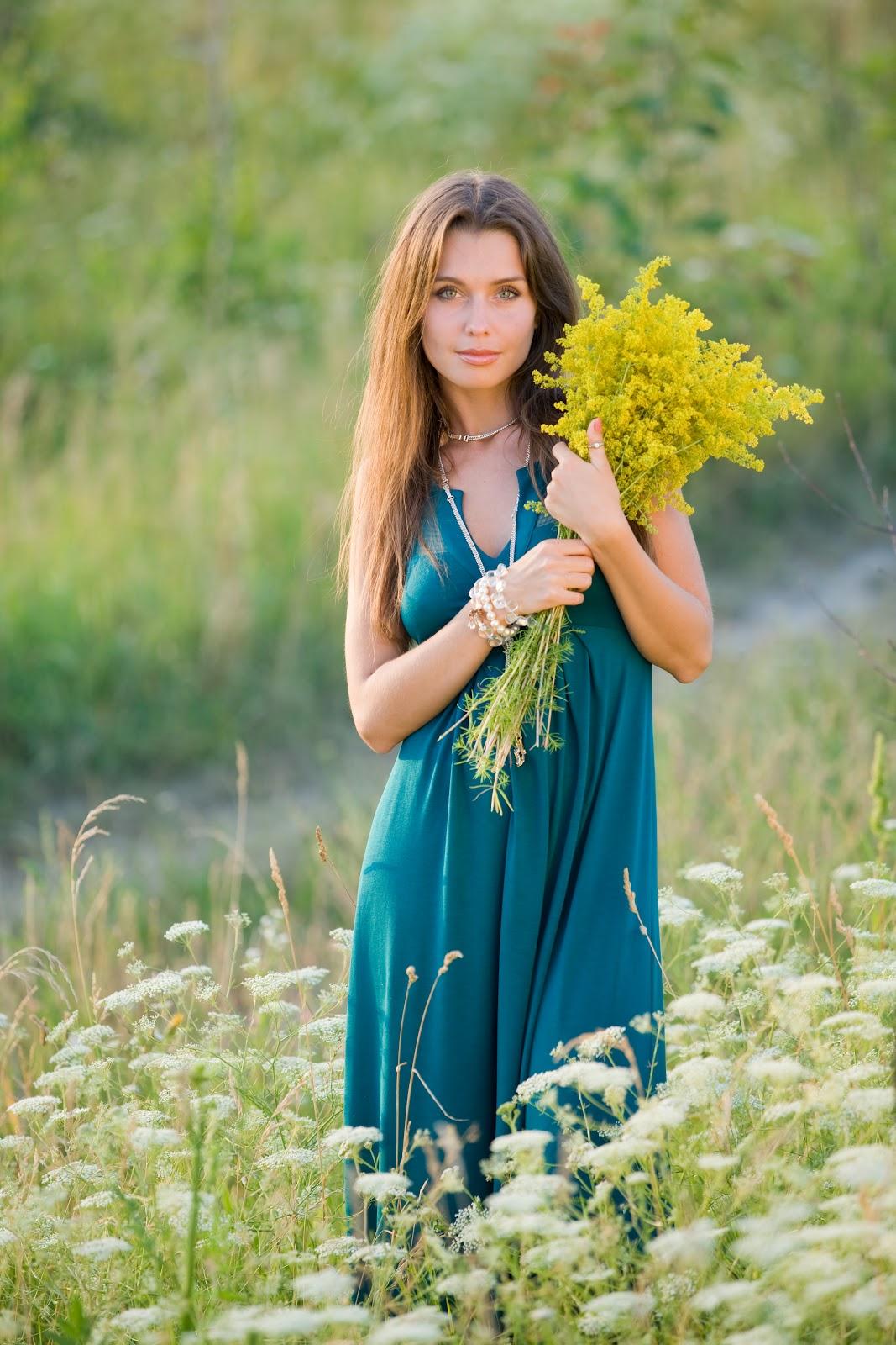 Русские женщины за 30 на природе