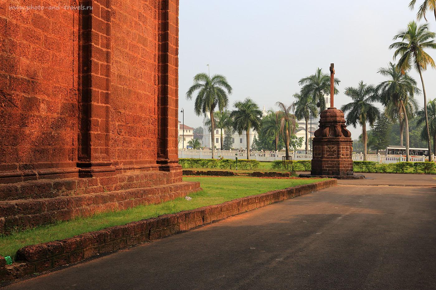 Фото 15. Вид от базилики Доброго Иисуса в Старом Гоа. Отзывы туристов об экскурсии самостоятельно. Поездка в Индию в октябре (17-40, 1/200, 0eV, f9, 40mm, ISO 100)