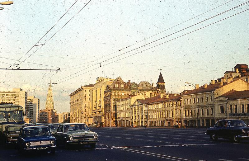 146833 Б. Колхозная пл 1976 Ю. Славин.jpg