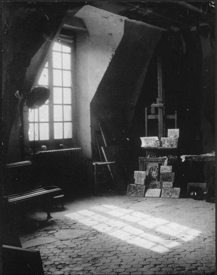 1945.  Мастерская Пикассо на улице Великих Агустинцев