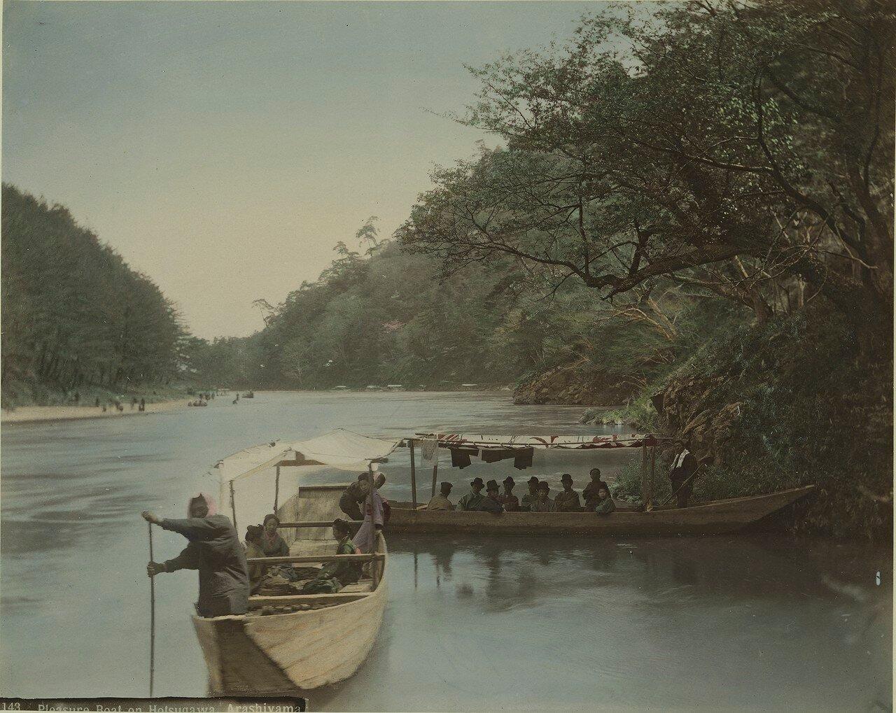 Киото. Арашияма. Прогулочная лодка на реке Хоцугава