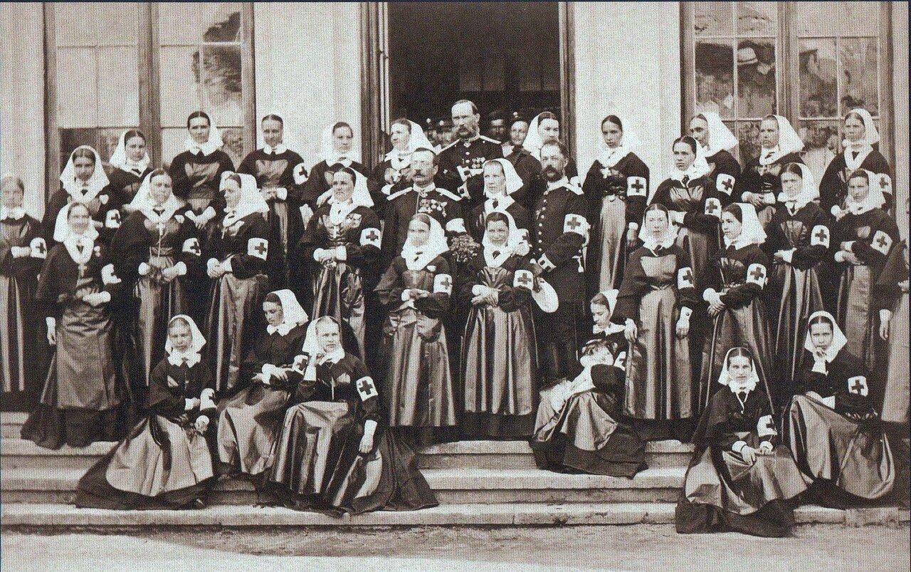05. Врачи и медсестры полевого лазарета русского Красного креста, ноябрь 1877