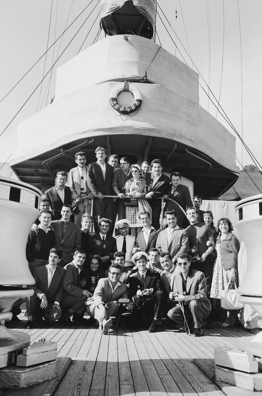 25. На крейсере Аврора