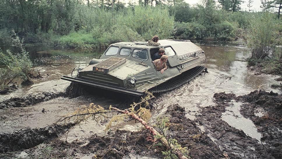 1975 Вездеход изыскателей на бездорожье.jpg