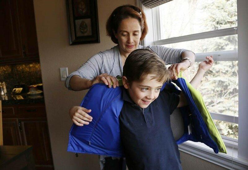 Зачем американцы покупают пуленепробиваемые рюкзаки для детей в школу. Фотографии