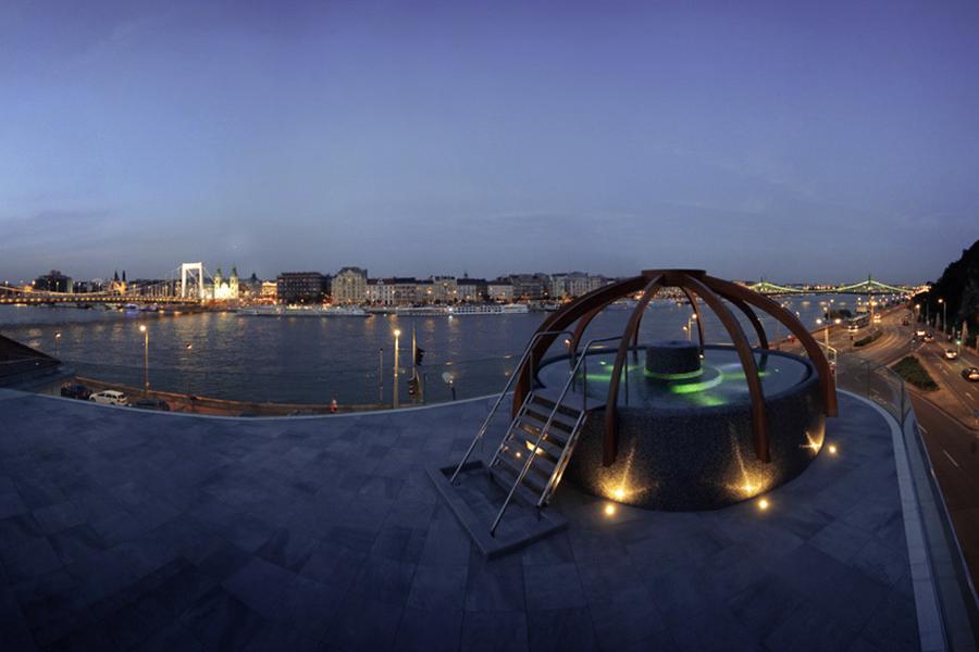 Панорамный бассейн купальни