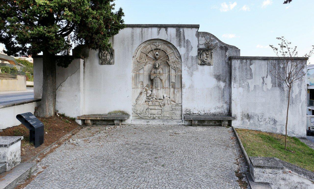 Лейрия. Барельеф Святого Франциска (Painel S. Francisco e Pedras de Armas)
