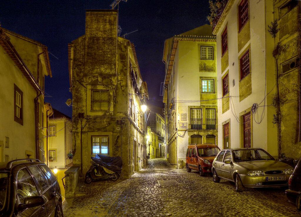 Ночная Коимбра. Старый город. HDR