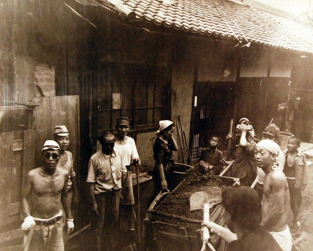 Street scenes in Kure, October 7, 1945