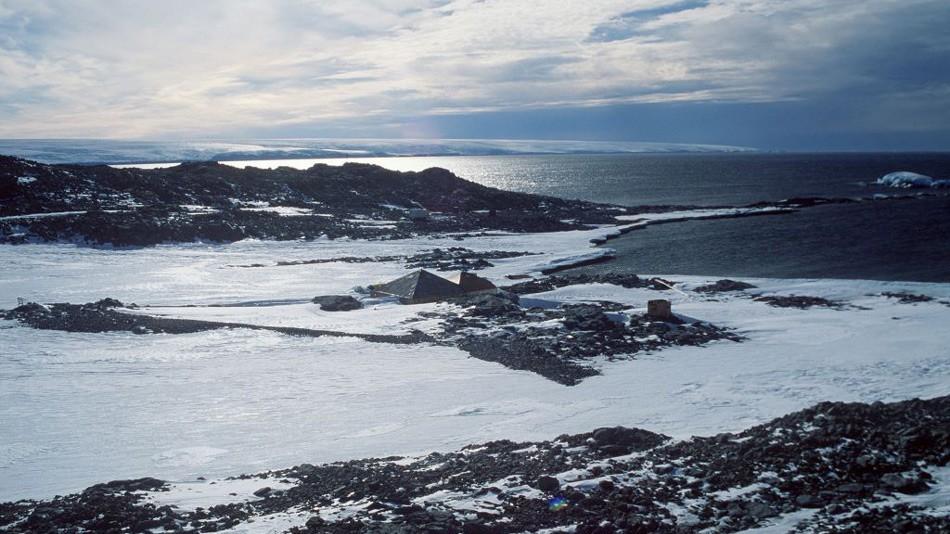 Commonwealth (переводится как «Общее благо») — это залив шириной почти в 50 километров между мысами