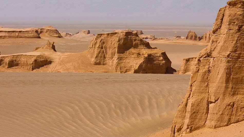 По поводу же самого жаркого места на земле существуют расхождения. Одни зовут таковым ливийскую Эль