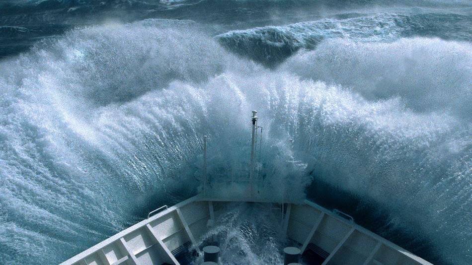 Пролив Дрейка представляет из себя очень опасный судоходный участок с сильными ветрами и айсбергами