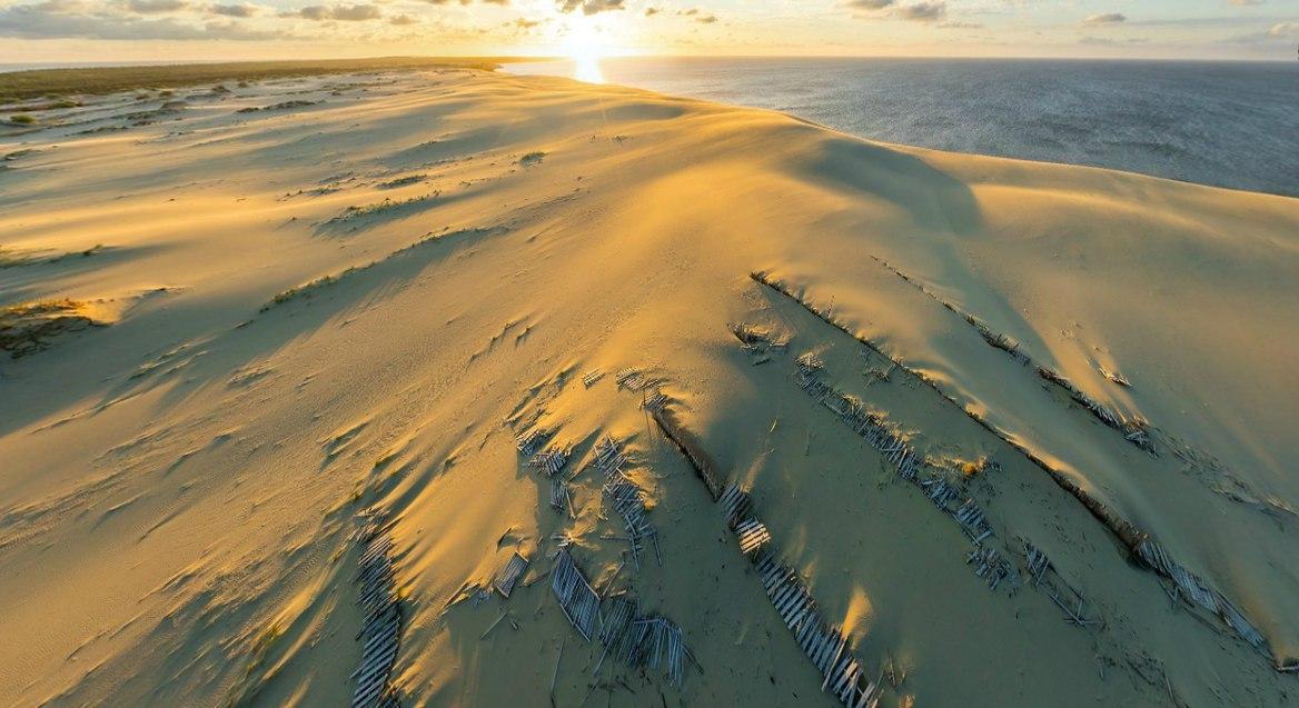 Над дюнами Куршской косы. Название косы происходит от названия древних племён куршей, живших здесь д