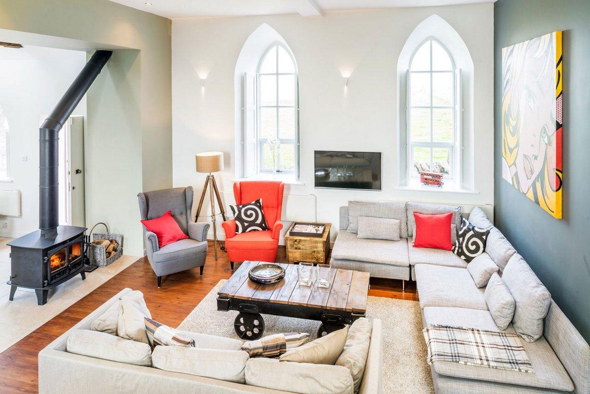 Evolution Design, жилой дом в церкви фото, планировка частного дома фото, реконструкция старого дома, яркий дизайн интерьера фото