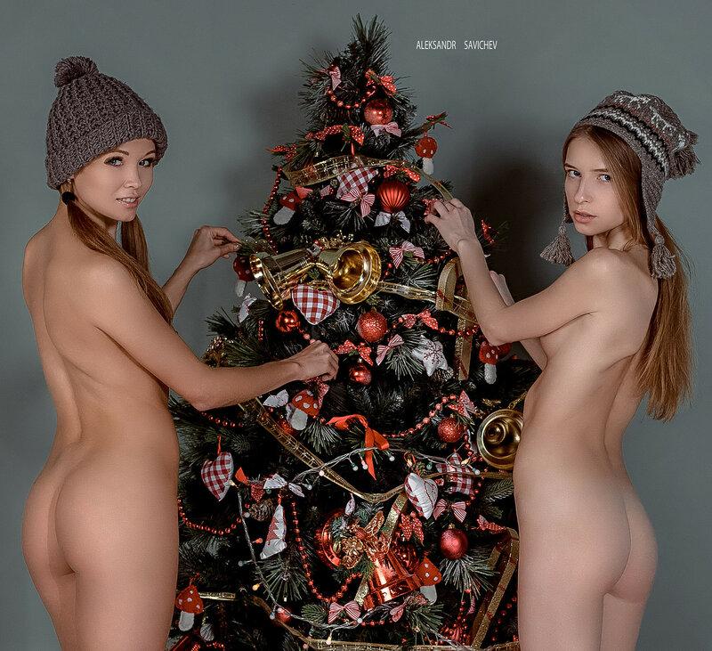 Голые под елкой фото, порно студия групповуха