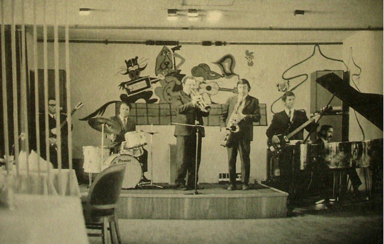 1973. Ансамбль, играющий в ресторане Метрополь, Москва