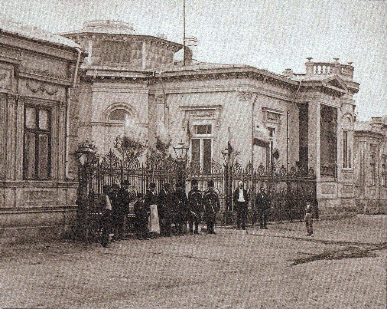 03. Великий князь Николай Николаевич, главнокомандующий Дунайской армией, перед главным штабом в Плоешти, июнь 1877