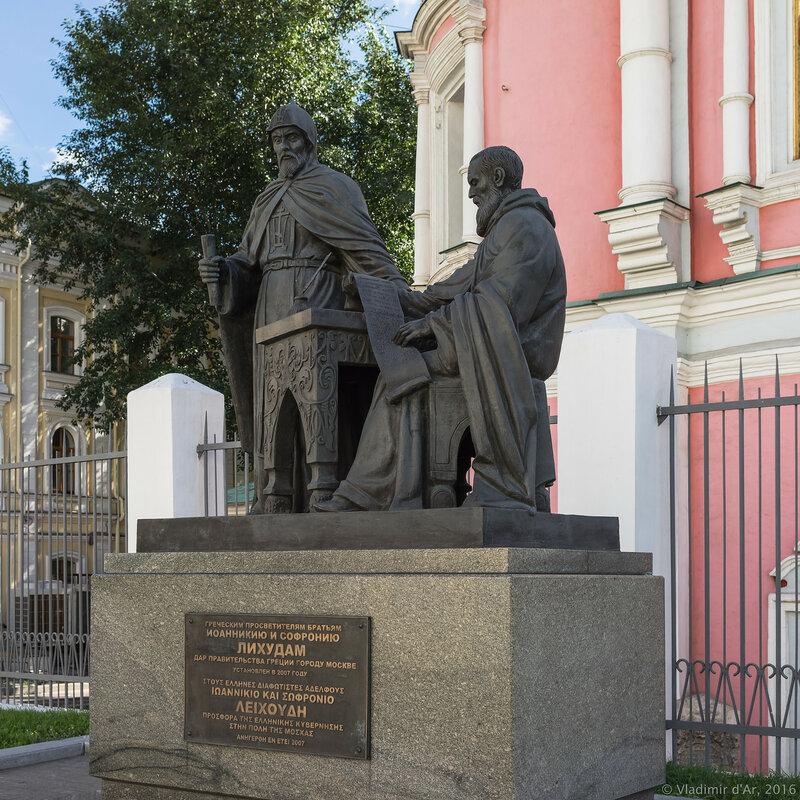 Памятник братьям Лихудам у Богоявленского собора