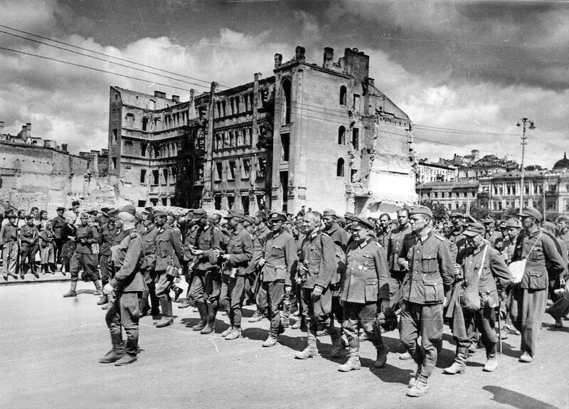 Немецкие военнопленные на улицах Киева