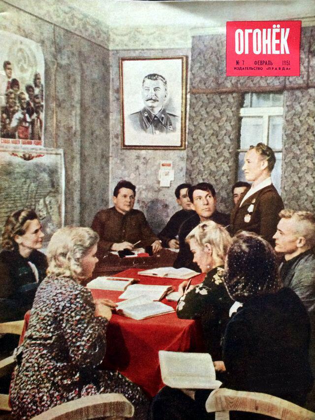 1951 Занятие кружка по изучению Краткого курса истории ВКП(б) в совхозе Пискарёвка Ленобласти Ogonek-7FEB1951.jpg
