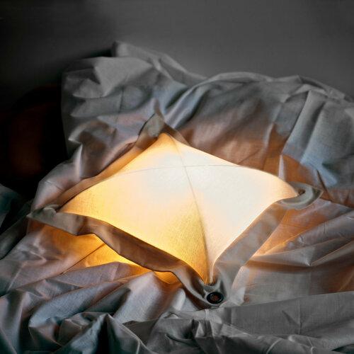 Оригинальный светильник подушка