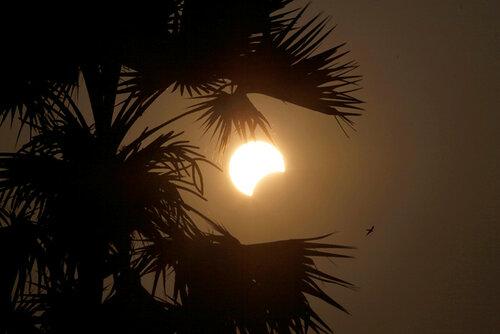 Затмение солнца, наблюдение за солнечным затмением в Индонезии